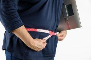 Nicht nur das Essen, auch Medikamente, Stoffwechselstörungen, zu wenig Schlaf können dick machen